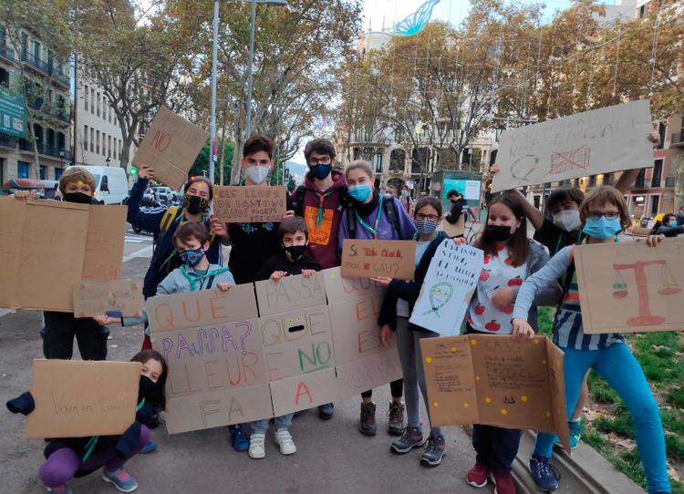 Manifestació pel dret a lleure a Barcelona